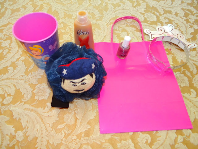 DSC06487 Hayley is putting together her party favors with some Infinity Loofah #MascotWear! #cbias