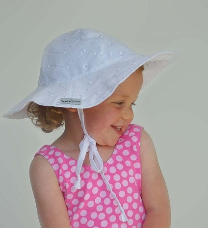 ell14 Flap Happy Hat Review Giveaway!