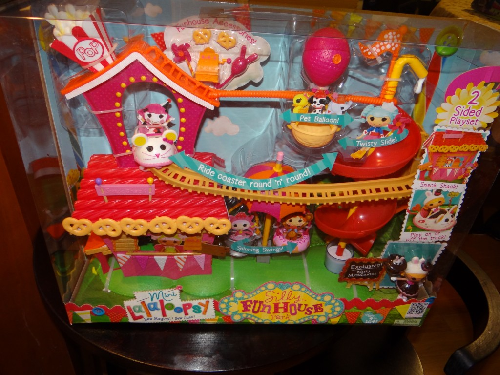DSC08042 1024x768 Little Tikes Mini Lalaloopsy Silly Fun House Playset Review and Giveaway!