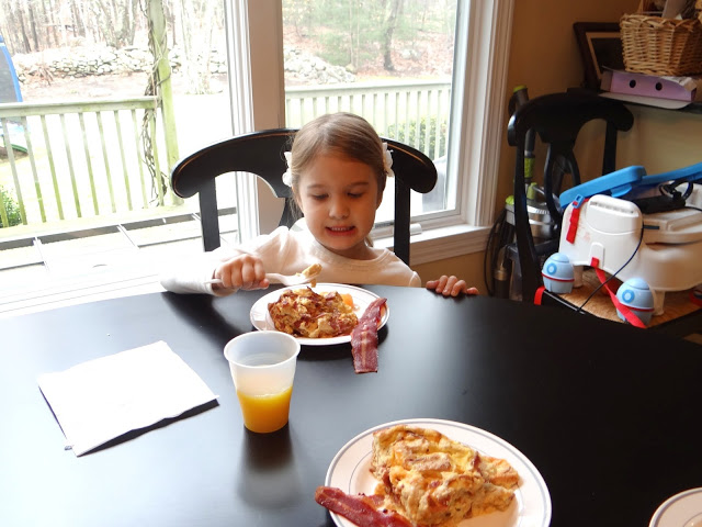 DSC08863 Starting Our Day Off Right with A Healthy Start Jennie O turkey bacon and cheese casserole #JennieO4kids #Cbias