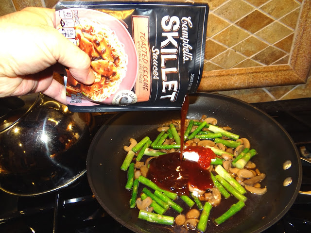 DSC09195 Sesame Chicken Stir Fry Over Rice  Love the Campbells Skillet Sauces #dinnerin15 #Cbias