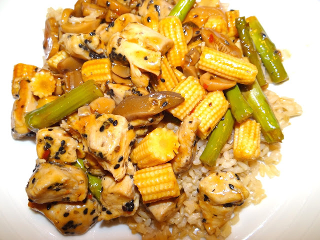 DSC09206 Sesame Chicken Stir Fry Over Rice  Love the Campbells Skillet Sauces #dinnerin15 #Cbias