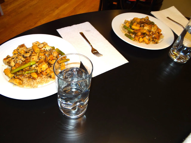 DSC09209 Sesame Chicken Stir Fry Over Rice  Love the Campbells Skillet Sauces #dinnerin15 #Cbias