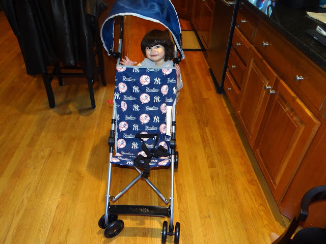 DSC097341  Kolcraft Official MLB Umbrella Stroller!!  Did you see our new Yankee one??