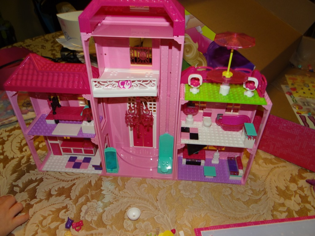 DSC00566 1024x768 Barbie Build n Style Luxury Mansion Review Giveaway  2 winners!