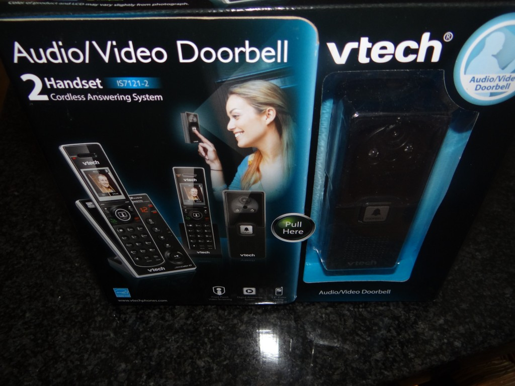 DSC01836 1024x768 Vtech Audio/Video Doorbell makes answering the door easy!
