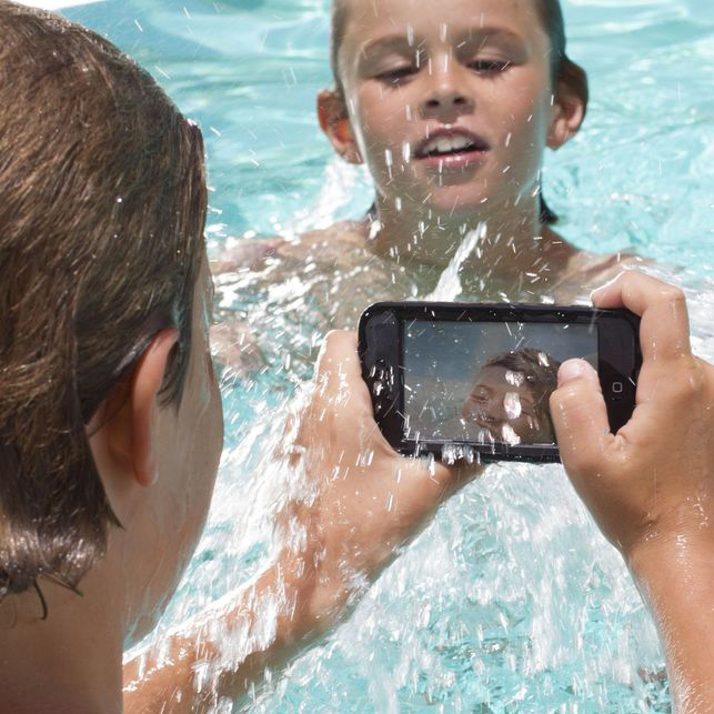 LifeProof kids in pool LifeProof nüüd case for iPhone 5/Samsung Galaxy S3/ S4 Review/Giveaway