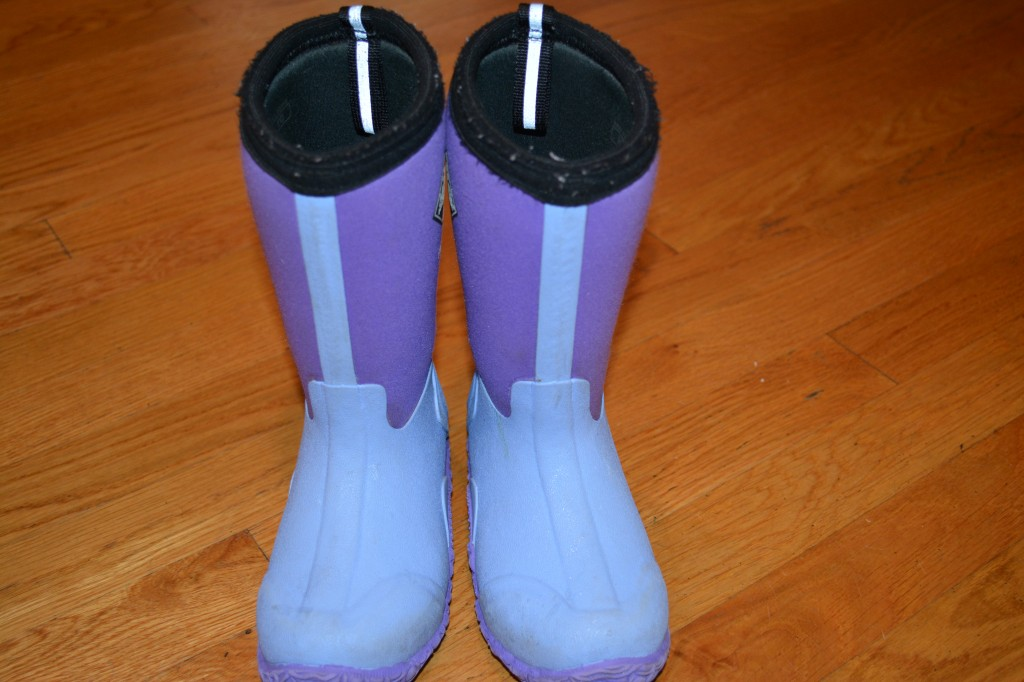 DSC 0003 1024x682 Muck Winter Boots for Kids Review and Giveaway! #MHCgiftguide