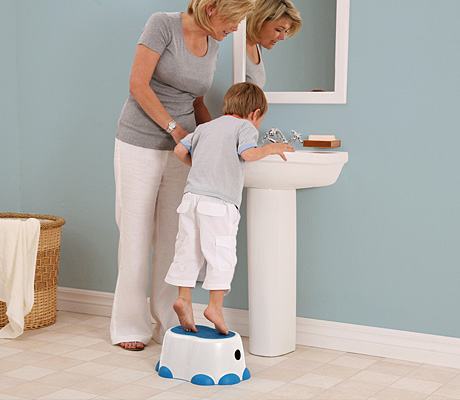 BumboStepStool Bumbo Toilet Trainer and Step Stool Review and Giveaway! #MHCgiftguide