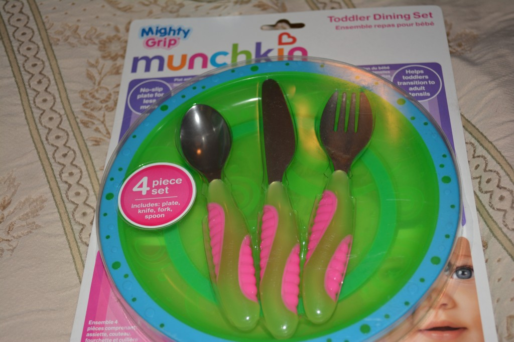 DSC 0721 1024x682 Munchkin Kids Products (plates, cups, lunch gear) Review and Giveaway!