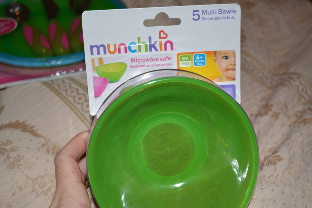 DSC 0722 1024x682 Munchkin Kids Products (plates, cups, lunch gear) Review and Giveaway!