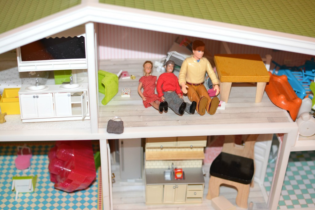 DSC 04243 1024x682 I am getting Hayleys Lundby Doll House Decorated with their awesome accessories!