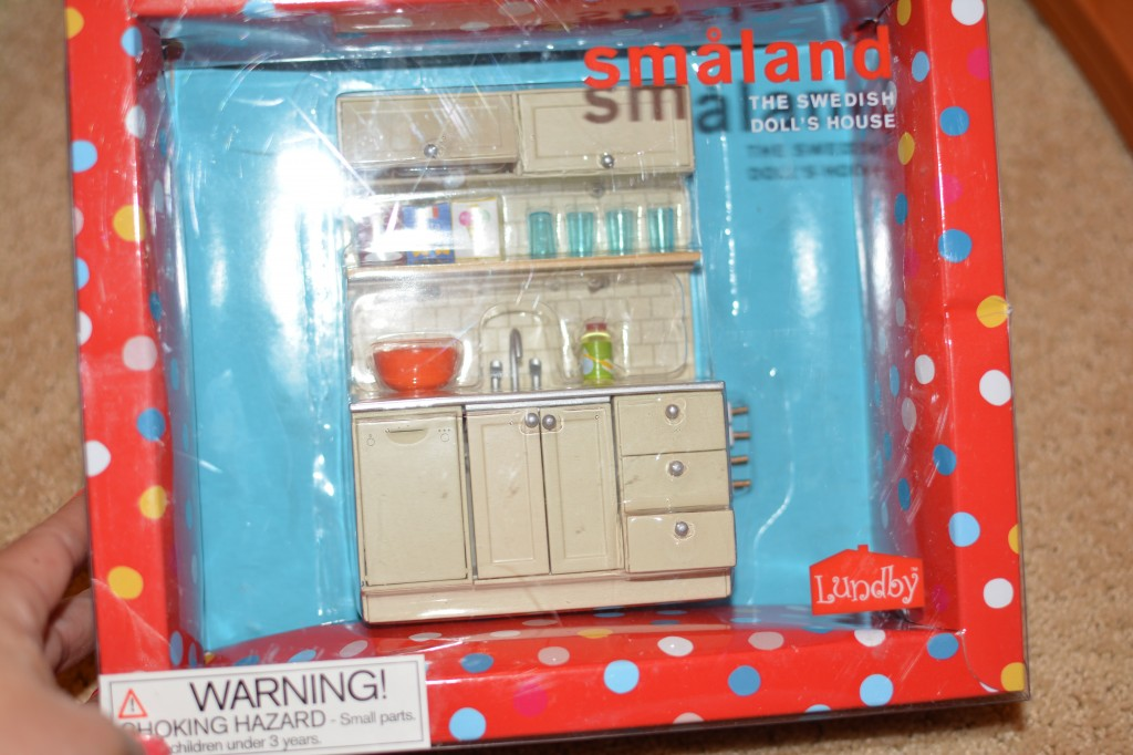 DSC 0425 1024x682 I am getting Hayleys Lundby Doll House Decorated with their awesome accessories!