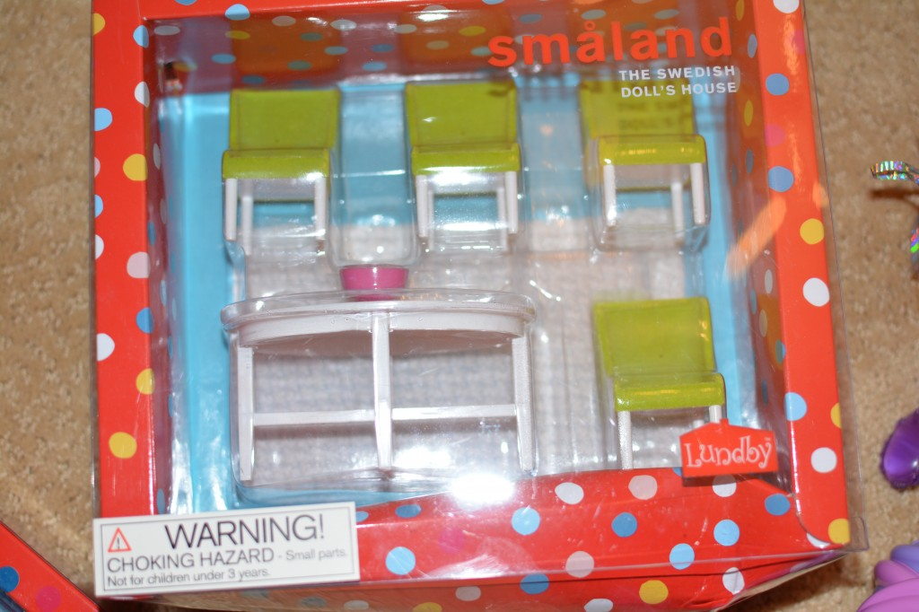 DSC 04271 1024x682 I am getting Hayleys Lundby Doll House Decorated with their awesome accessories!