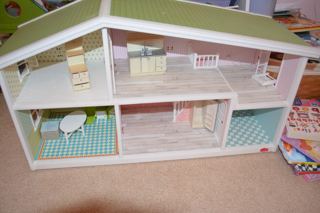 DSC 1201 1024x682 I am getting Hayleys Lundby Doll House Decorated with their awesome accessories!