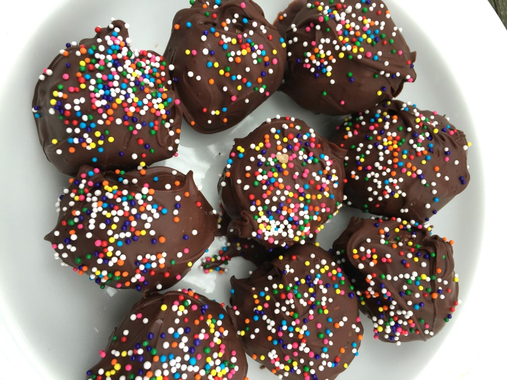 IMG 7494 1024x768 The MOST AWESOME Peanut Ball Recipe for the Holidays!
