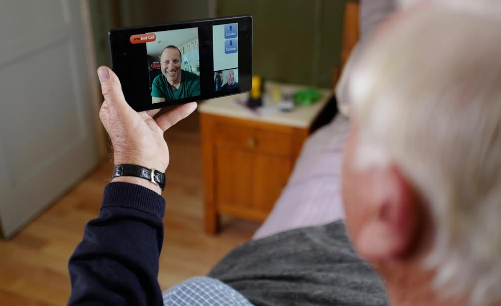 unnamed2 Stay in Touch with grandPad! A Tablet For Seniors!!! Get it Now for the Holidays!