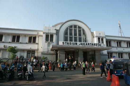 jakarta-kota-train-station