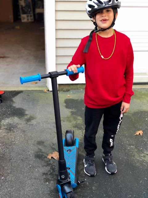 Go Trax GKS Kids Electric Scooter Review + Giveaway!