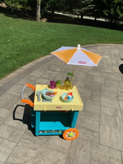 Little Tykes 2-in-1 Lemonade and Ice Cream Stand!