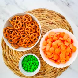 Pumpkin Pretzels for your Halloween Festivities!